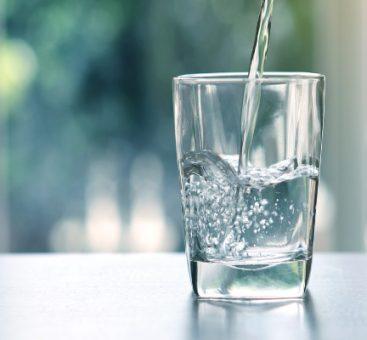 Eau minérale, de source ou du robinet, quelle est la meilleure pour notre santé ?