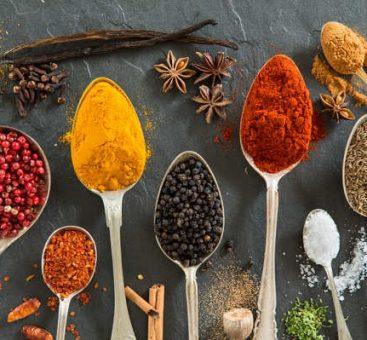 Épices et condiments : des bienfaits au quotidien