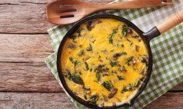 Omelette aux herbes et aux champignons