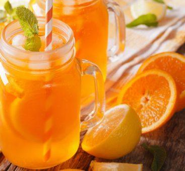 Eau détox orange, myrtille et menthe