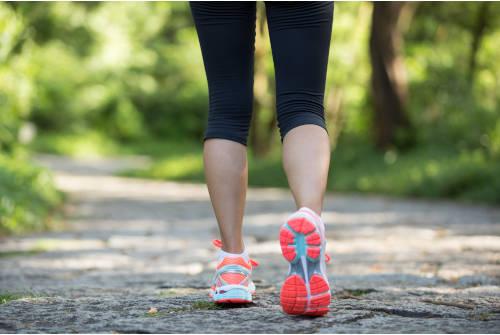 Femme qui pratique une activité physique