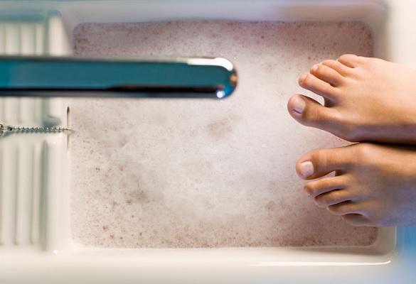 Un bain de pieds relaxant