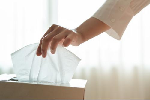 Il est préférable d'utiliser des mouchoirs en papier pour lutter contre la propagation des virus