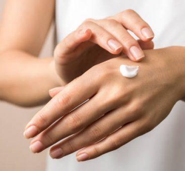 Face aux agressions extérieures, comment prendre soin de ses mains ?