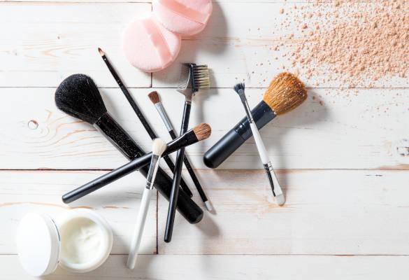 Comment nettoyer ses pinceaux et éponges de maquillage ?