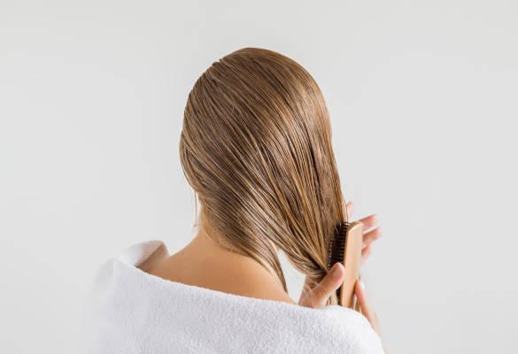 Comment prendre soin de ses cheveux gras?